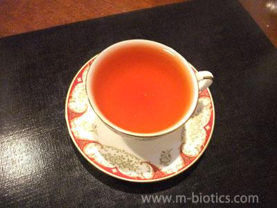 夏、冷たいものの飲み過ぎで胃が弱ったので熱い紅茶を飲む