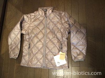 【寒さ対策】モンベルの軽量ダウンジャケットで室内防寒対策