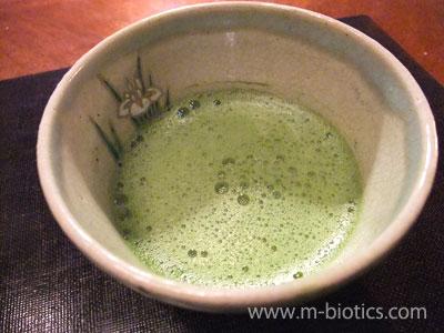 抹茶を茶こしで漉してから点てる必要はあるのか?~漉さずに点てる実験