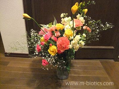 花束を生ける花瓶が足りない!~ペットボトルで即席花瓶