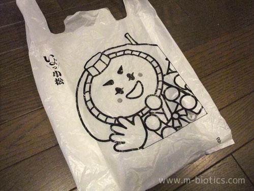 小松空港のポリ袋に描かれていた行者姿のキャラクターは弁慶がモデルの「カブッキー」と判明